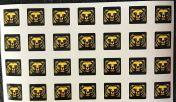 Pikkukarhu-tarra-arkki, 28 tarraa arkilla, n. 2 x 2 cm
